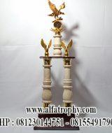 Piala Kaki Dua Kombinasi Marmer, Distributor Piala Murah Tulungagung